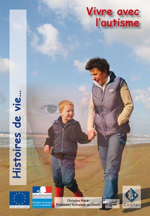 """Couverture de l'ouvrage """"Vivre avec l'autisme"""", illustrée de photo d'une mère avec son fils sur la plage, se donnant la main."""