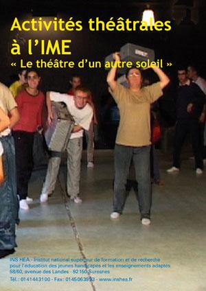 """Jaquette du film """"Activités théâtrales à l'IME : Le théâtre d'un autre soleil"""", illustrée par une photo de jeunes acteurs"""
